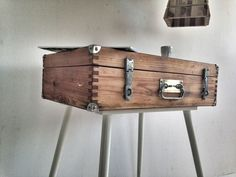Beautiful Trunk idea. Made from pallets!
