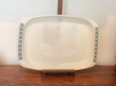 A lovely example of the Chelsea patterned Pyrex dinnerware, in extremely good vintage condition - an absolutely beautiful addition to any vintage-inspired kitchen or dining room. No chips, cracks, or damage to the pattern, as shown in the pictures. The back stamp indicates this is a genuine JAJ piece (613) introduced into opalware in the 1960s.    Measurements: 15 by 10. Stands roughly 1.5 high.   Please note: We are happy to post our vintage items anywhere in the world. As they would be…