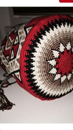 Love the colours! Mochila Crochet, Crochet Tote, Crochet Handbags, Crochet Purses, Crochet Chart, Filet Crochet, Crochet Stitches, Crotchet Bags, Knitted Bags