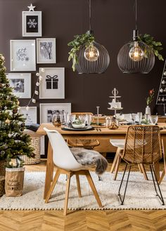 Pendelleuchte Aver The Aver pendant lamp by Nordlux not only ensures good illumination of your room, Dinner Table, A Table, Bedroom Decor, Wall Decor, Bedroom Loft, Christmas Deco, Cool Lighting, Pendant Lamp, Light Pendant