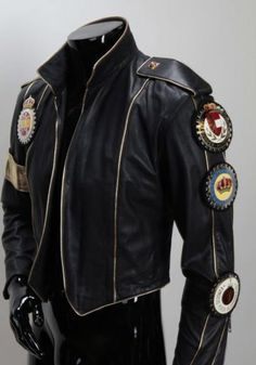 Men's jackets are a vital component to every single man's wardrobe. Men have to have outdoor jackets for several circumstances as well as some weather conditions. Men's Jacket Ideas. 1950s Jacket Mens, Cargo Jacket Mens, Grey Bomber Jacket, Green Cargo Jacket, Leather Jacket, Michael Jackson Outfits, Michael Jackson Costume, Fall Jackets, Men's Jackets