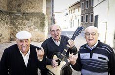 Un año después han vuelto a las andadas. Ya triunfaron en 2016 y ahora lo quieren conseguir de nuevo. Los abuelos rockeros de El Toboso protagonizan el divertido vídeo promocional del Zeporock Festival, que se celebrará el próximosábado 17 de junio en la localidad toledana. Este año se han convertido en verdaderas estrellas del rock …