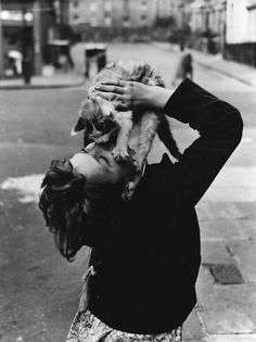 Girl with cat, Southam Street, London, 1957 (Roger Mayne)