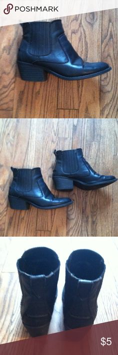 Forever 21 ankle boots size 5.5 •Good used condition •Normal wear (peelings, markings, etc) •Still in good condition over all •Heel height is about 1.5 inches •Brand: Forever 21  •Size: 5.5 •NO TRADES Forever 21 Shoes Ankle Boots & Booties