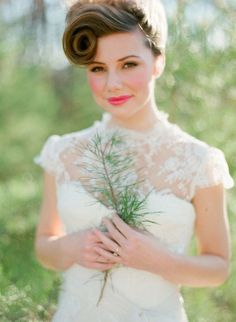 Check these beautiful Bob Wedding Hairstyles Ideas. Having bob does not have to stop to have a bride beautiful wedding Hairstyles. Short Bridal Hair, Curly Wedding Hair, Wedding Hair And Makeup, Wedding Lips, Short Bride, Bob Wedding Hairstyles, Vintage Hairstyles, Bridesmaid Hairstyles, Braided Hairstyles