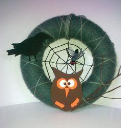 door decoration with owl and crow - for a happier Halloween :) Crow, Happy Halloween, Workshop, Wreaths, Decoration, Home Decor, Decorating, Homemade Home Decor, Ravens