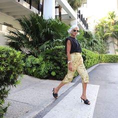 Muscle tee - aposte na tendência fashion com inspirações e faça a sua Jessica Lucas, Bermudas Shorts, Bota Over, Something New, Harem Pants, Capri Pants, Photoshop, Photo And Video, Portrait