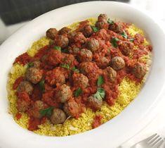 Υπερνόστιμη κόκκινη σάλτσα ντομάτας σε κεφτεδάκια με κουσκούς και ανατολίτικα αρώματα, εμπνευσμένα από τις αραβικές νύχτες και την ιστορία της Σεχραζάτ. Couscous, Greek Recipes, Chana Masala, Food And Drink, Meat, Dinner, Cooking, Ethnic Recipes, Fish