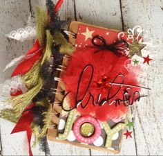 Mini album with the Shape Studio Tools and Christmas Albums, Christmas Books, Little Christmas, All Things Christmas, Christmas Crafts, Christmas Ornaments, Scrap Books, Mini Books, Mini Albums