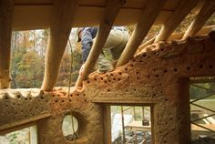 Some good pics of roof in progress. a 2 year experience on building a cob fortress. they started small and have kept adding. Cob Building, Green Building, Building A House, Building Ideas, Earthship Home, Earthship Biotecture, Earth Bag Homes, Sustainable Design, Sustainable Architecture