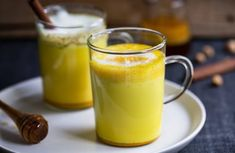 Today I want to share my favourite Collagen Tumeric Latte recipe (not pictured above) 1 scoop of collagen protein powder teaspoon of Tumeric powder Add either a cup of hot milk of your choice dash of cinnamon honey or stevia to taste . Turmeric Golden Milk, Turmeric Spice, Tumeric Latte, Fresh Turmeric, Fresh Ginger, Healthy Juices, Healthy Drinks, Healthy Recipes, Healthy Detox