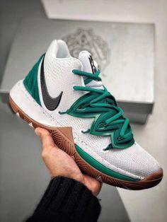 Nike Kyrie 5 AO2919-100 Girls Basketball Shoes, Volleyball Shoes, Best Sneakers, Sneakers Fashion, Sneakers Nike, Nike Kyrie, Kyrie 5, Zapatillas Jordan Retro, Kyrie Irving Shoes