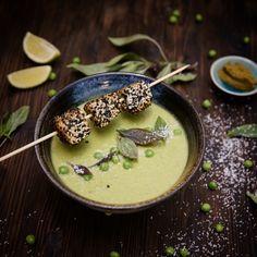 Erbsensuppe mit Green Curry, Kokosnussmilch und Limette. Bei dieser Kombi grüsst dich Thailand in deiner hauseigenen Küche :)