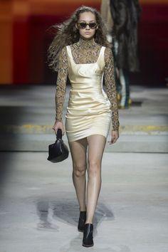 Topshop Unique Spring 2018 Ready-to-Wear  Fashion Show - Michelle Gutknecht