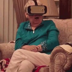 This grandma hates virtual reality. You're loving it and she's thinking virtual insanity! Watch her crazy and hilarious reaction! Virtual Insanity, Virtual Reality Videos, Technology Meme, Funny Pranks, Funny Jokes, Samsung Vr, Great Videos, Just For Fun, Black People