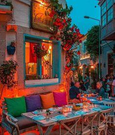 Ideas que cambian el mundo Todo para su negocio y hogar en Néstor P. Carrara SRL | Intimidad y calidez: decorar con velas hace más acogedor un ambiente, especialmente a las mesas familiares y de bares y restaurantes.