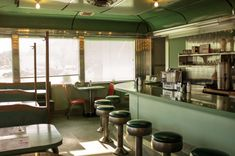 Shutterbug Leah Frances is documenting some of America's cutest (and daggiest) diners, dives and motel rooms. Diner Aesthetic, Great American Road Trip, The Shape Of Water, Retro Diner, Vintage Interiors, Life Is Strange, Cinema, Dining, Table