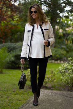 Fashion and Style Blog / Blog de Moda . Post:  Oh My Looks  ( Pedidos / Orders : info@ohmylooks.com )  .More pictures on/ Más fotos en : http://www.ohmylooks.com .Llevo/I wear: Blouse / Blusa : Oh My Looks colección Sweet winter (info@ohmylooks.com) ; Leggings : H&M  ; Jacket /Chaqueta : Vintage ; Bag / Bolso : Chanel ; Shoes / Zapatos : Pilar Burgos