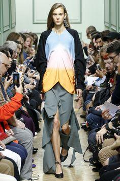 J.W.Anderson Spring 2017 Ready-to-Wear Fashion Show - Johanna Defant