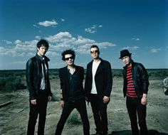 i love these men so much - my friend and i skipped school in march when their new album came out. sum 41<3