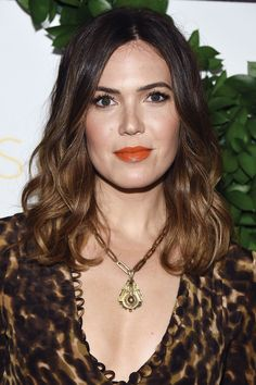 Need some haircut inspiration? Check out these gorgeous celebrity haircuts for long, medium, and short hair. Cute Prom Hairstyles, Trendy Hairstyles, Haircuts For Long Hair, Cool Haircuts, Ombré Hair, Her Hair, Mandy Moore Hair, Medium Hair Styles, Curly Hair Styles