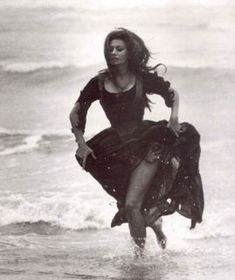 Rezultat imagine pentru Sophia Loren See Through