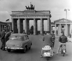 1961 Grenz Kontrollen am Brandenburger Tor