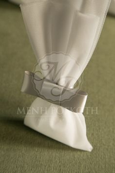 Μπομπονιέρες γάμου σε κλασικό ύφος από λευκό τούλι και γκρι σατέν φιόγκο Sweet Bags, Marry Me, Lavender, Favors, Weddings, Packaging, White People, Presents, Cute Bags