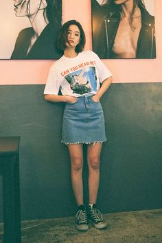 A Weekend-Ready Way To Wear A Denim Skirt With Sneakers (Le Fashion)