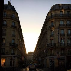 Hello #Paris  #parisjetaime #chasinglight #sunrise