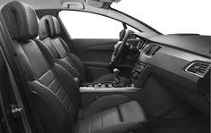 Peugeot 508 SW finns med fyra läderklädslar - tillgängliga i vissa modeller, här: Svart Marstron Tramontane och så finns det GT Nappa Cohiba, GT Svart Marstron Tramontane och Beige Claudia Ariés.