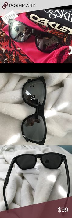 Oakley frogskin matte black sunglasses BRAND NEW Oakley sunglasses! Frogskin style glasses with matte black frames and polarized lenses! Never been worn Oakley Accessories Sunglasses