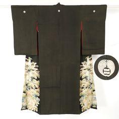 Black, silk, antique taisho era kuro tomesode / 大正時代のお品と思われるアンティークの黒留袖 http://www.rakuten.co.jp/aiyama #Kimono #Japan #aiyamamotoya