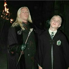 Lucius: Draco, stop staring at that Mudblood. Draco: I can't help it Father, she's beautiful. Me: (whispers) he's probably talking about me Draco Harry Potter, Blaise Harry Potter, Images Harry Potter, Mundo Harry Potter, Harry Potter Characters, Harry Potter Memes, Potter Facts, Tom Felton, Drarry