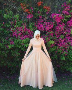 Hijab Evening Dress, Hijab Dress Party, Hijab Style Dress, Hijab Wedding Dresses, Backless Prom Dresses, Hijabi Gowns, Fashion Dresses, Hijab Fashion, Women's Fashion