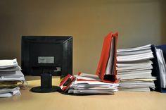 ventana, papeleo, oficina, interior, escritorio, trabajo, comercio, negocios, pc, sillon, despacho, fotografia, nadie, horizontal, cuadernos, desorden, ,ABRIL2013