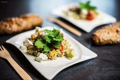 Rezept griechischer Reissalat. Einfaches, vegetarisches und gesundes Rezept für griechischen Reissalat mit Naturreis und mediterranem Dressing. Schmeckt sehr frisch und leicht. Guter Bürosnack oder Partysalat.