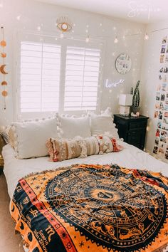 25 Cozy Bedroom Decor Ideas that Add Style & Flair to Your Home - The Trending House Zen Space, Small Space, Cozy Bedroom, Modern Bedroom, Contemporary Bedroom, Master Bedroom, Bedroom Bed, Bedroom Simple, Master Suite