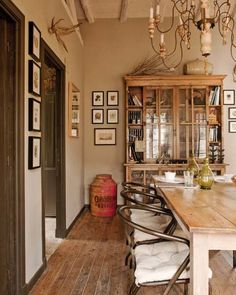 Love this rustic dining space, though you know I wouldn't be caught with antlers on my walls.