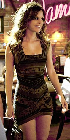 Hart of Dixie's Fashion Credits Season 1, Episode 4 Zoe Hart (Rachel Bilson) wears a Herve Leger by Max Azria dress.