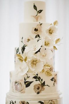 Modern Wedding Cakes Hand Painted Wedding Cake {By Nadia and Co.} - Hand Painted Wedding Cakes are a great way to reflect your wedding theme, the season of your celebration or even match invitations and stationary Metallic Cake, Metallic Wedding Cakes, Painted Wedding Cake, Wedding Cake Rustic, Elegant Wedding Cakes, Wedding Cakes With Flowers, Wedding Cake Designs, Floral Wedding, Wedding Reception