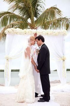 Simple yet elegant beach ceremony