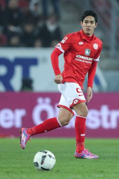 Yoshinori Muto of Mainz looks at the ball during the Bundesliga match between 1. FSV Mainz 05 and FC Augsburg at Opel Arena on February 10, 2017 in Mainz, Germany.