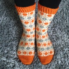Crochet Socks, Knit Or Crochet, Knitting Socks, Hand Knitting, Knitting Charts, Knitting Patterns, Marimekko Fabric, Slipper Socks, Slippers