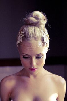Flapper Inspired Headpiece - Wedding Hair Inspiration for Brides Who Hate Veils - Photos