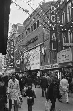 1960's. Cinema Royal on the Nieuwendijk 154 in Amsterdam. Cinema Royal was built in 1922 and demolised in 1976. Photo Lood van Bennekom #amstedam #1960