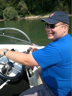 Mit dem Motorboot auf dem Rhein