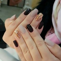 Celebrate Christmas all month long with these perfect holiday nail designs – Cute Long Nails Elegant Nail Art, Elegant Nail Designs, Holiday Nail Designs, Pretty Nail Art, Holiday Nails, Nail Art Designs, Nails Design, Christmas Holiday, Simple Elegant Nails