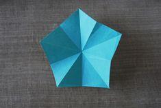 Mobile d'étoiles en origami - Dans les boîtes d'Eliaure... Creations, Xmas, Decoration, Save The Date Cards, Star Mobile, Paper Mobile, Christmas, Decor, Navidad