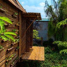 Die flexibilit t von bambus macht es m glich organische for Traditionelles haus bali